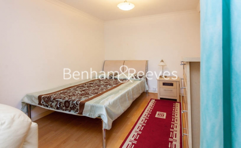 Studio flat to rent in Brompton Park Crescent, Kensington, SW6-image 4