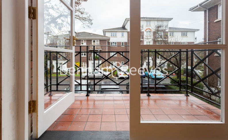 Studio flat to rent in Brompton Park Crescent, Kensington, SW6-image 6