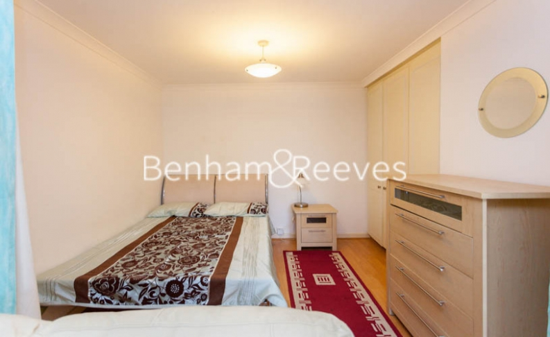 Studio flat to rent in Brompton Park Crescent, Kensington, SW6-image 9