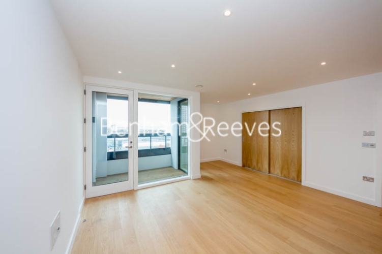 3 bedroom(s) flat to rent in Holland Park Avenue, City, W11-image 1