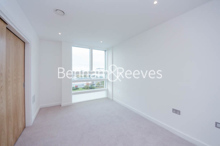 3 bedroom(s) flat to rent in Holland Park Avenue, City, W11-image 5