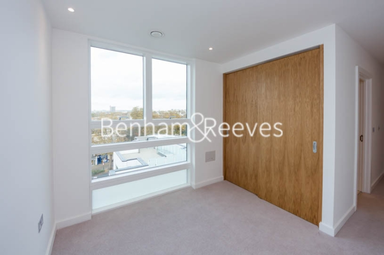 3 bedroom(s) flat to rent in Holland Park Avenue, Kensington, W11-image 7