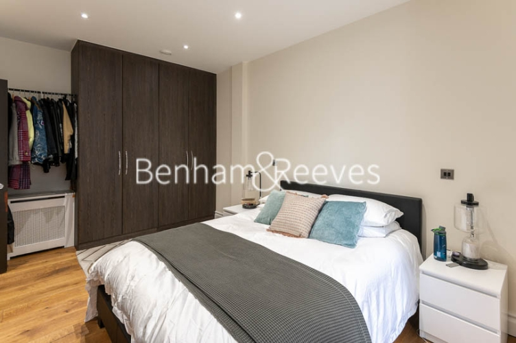 1 bedroom(s) flat to rent in Kensington High Street, Kensington, W8-image 13