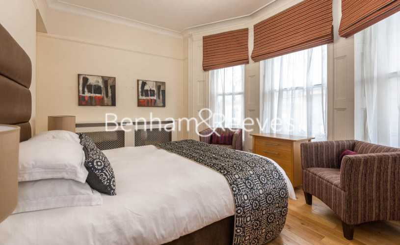 3 bedroom(s) flat to rent in Prince of Wales Terrace, Kensington, London W8-image 6