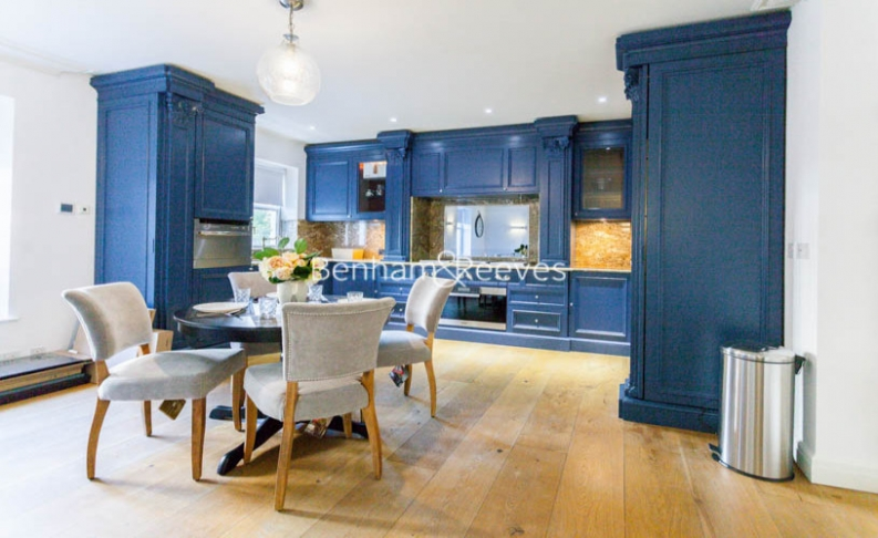 3 bedroom(s) flat to rent in Kensington Green, Kensington, W8-image 2
