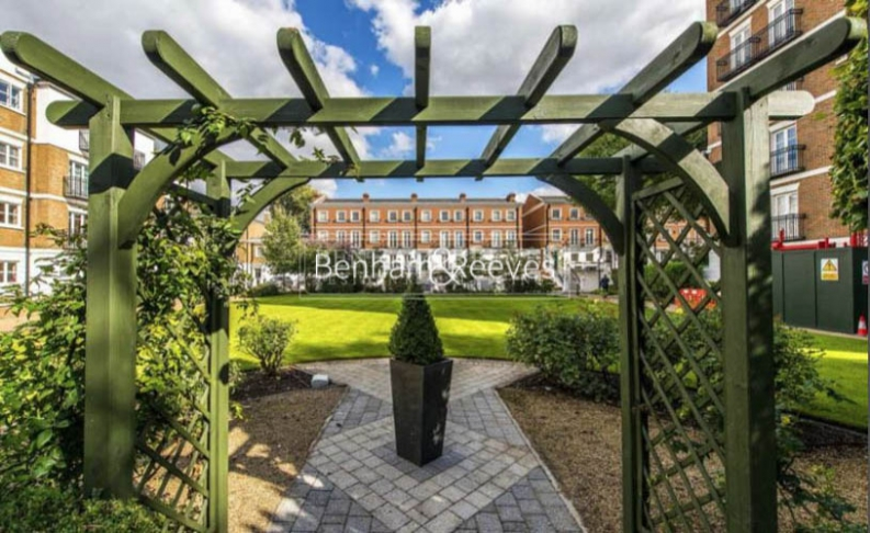 3 bedroom(s) flat to rent in Kensington Green, Kensington, W8-image 6
