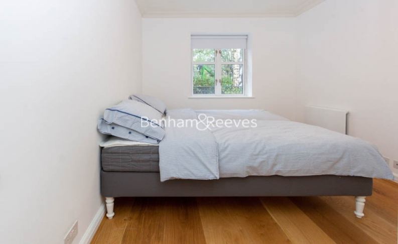3 bedroom(s) flat to rent in Kensington Green, Kensington, W8-image 9