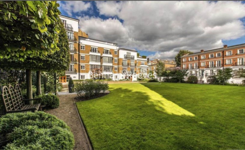 3 bedroom(s) flat to rent in Kensington Green, Kensington, W8-image 11