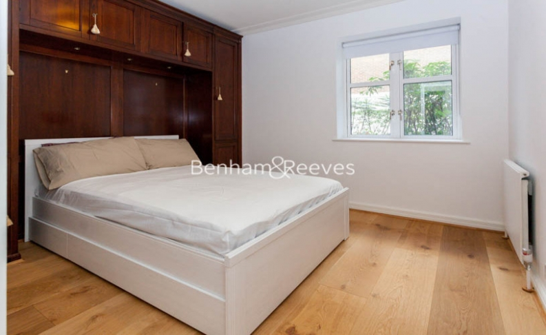 3 bedroom(s) flat to rent in Kensington Green, Kensington, W8-image 12
