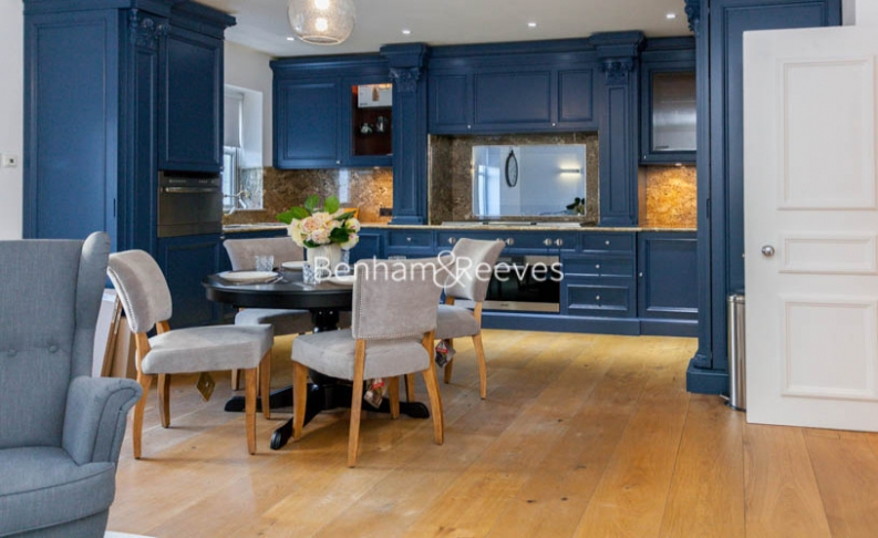 3 bedroom(s) flat to rent in Kensington Green, Kensington, W8-image 15
