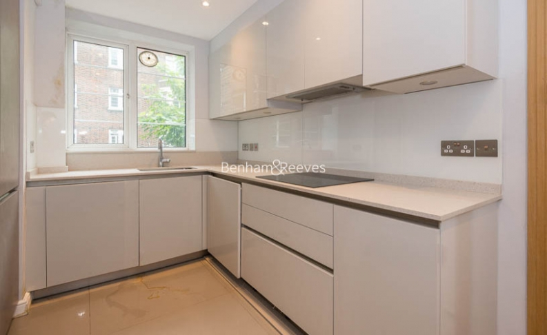 3 bedroom(s) flat to rent in Marlborough Court, Pembroke Road, W8-image 3