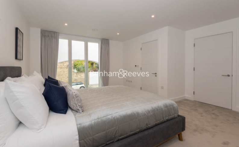 2 bedroom(s) flat to rent in The Atelier, Sinclair Rd, West Kensington,W14-image 15
