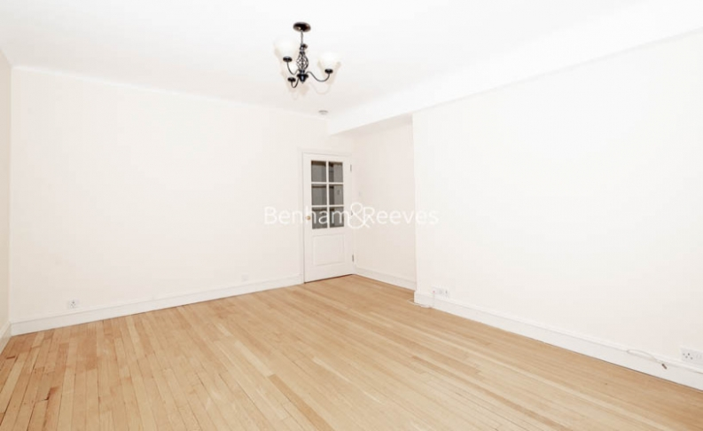 3 bedroom(s) flat to rent in Winchester Court, Vicarage Gate, W8-image 6