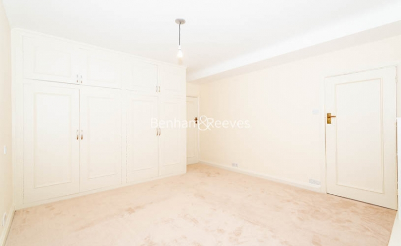 3 bedroom(s) flat to rent in Winchester Court, Vicarage Gate, W8-image 8