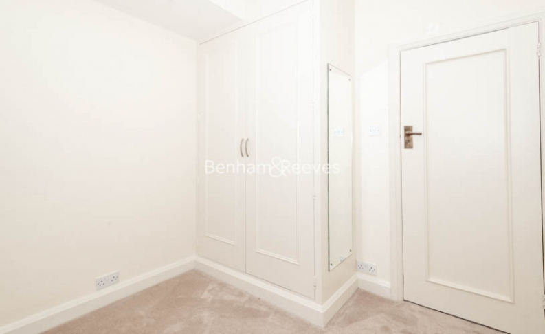3 bedroom(s) flat to rent in Winchester Court, Vicarage Gate, W8-image 9