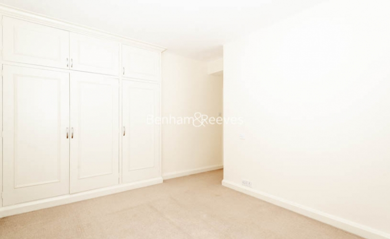 3 bedroom(s) flat to rent in Winchester Court, Vicarage Gate, W8-image 11
