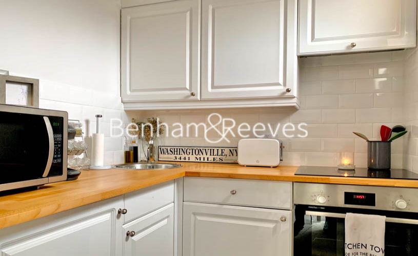 Studio flat to rent in Palace Gardens, Notting Hill, W8-image 2