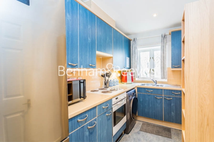 1 bedroom(s) flat to rent in Ashmore House, Russell Road, W14-image 2