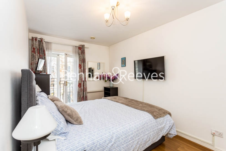 1 bedroom(s) flat to rent in Ashmore House, Russell Road, W14-image 3