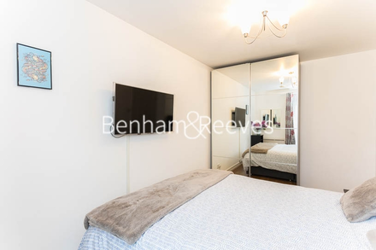 1 bedroom(s) flat to rent in Ashmore House, Russell Road, W14-image 16