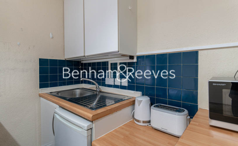 Studio flat to rent in Cheniston Gardens, Kensington, W8-image 2
