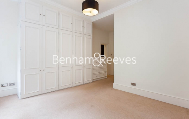 3 bedroom(s) flat to rent in Kensington Court Mansions, Kensington, W8-image 15