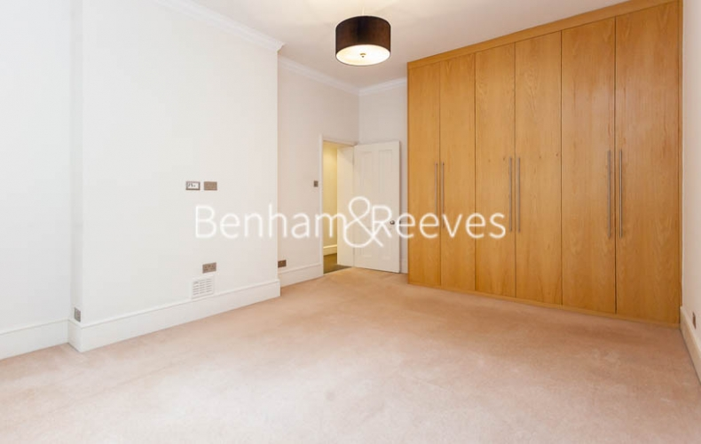 3 bedroom(s) flat to rent in Kensington Court Mansions, Kensington, W8-image 16