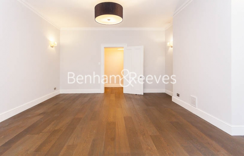 3 bedroom(s) flat to rent in Kensington Court Mansions, Kensington, W8-image 18