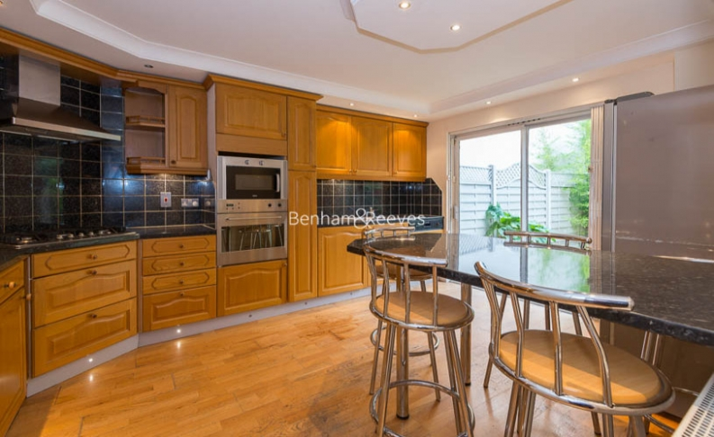 4 bedroom(s) house to rent in Windsor Way, West Kensington, W14-image 1