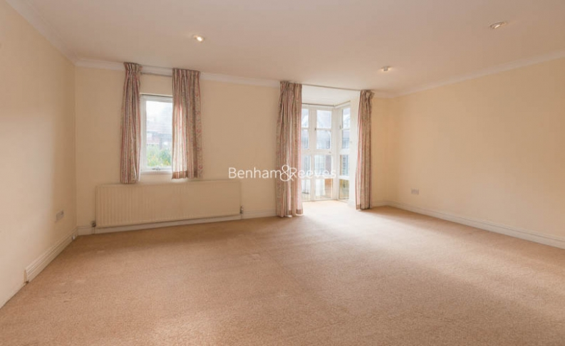 4 bedroom(s) house to rent in Windsor Way, West Kensington, W14-image 8