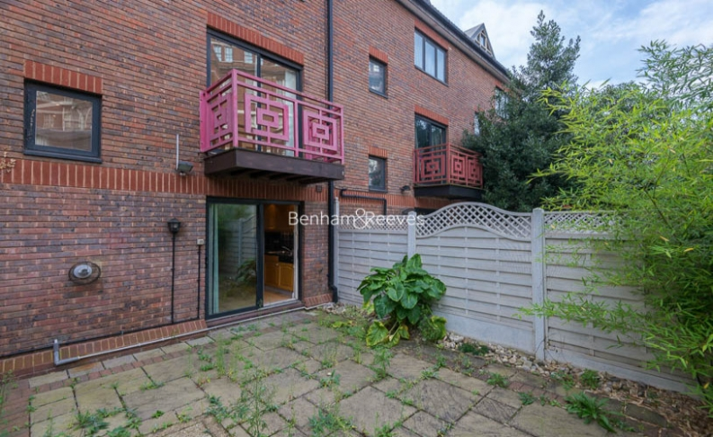 4 bedroom(s) house to rent in Windsor Way, West Kensington, W14-image 17