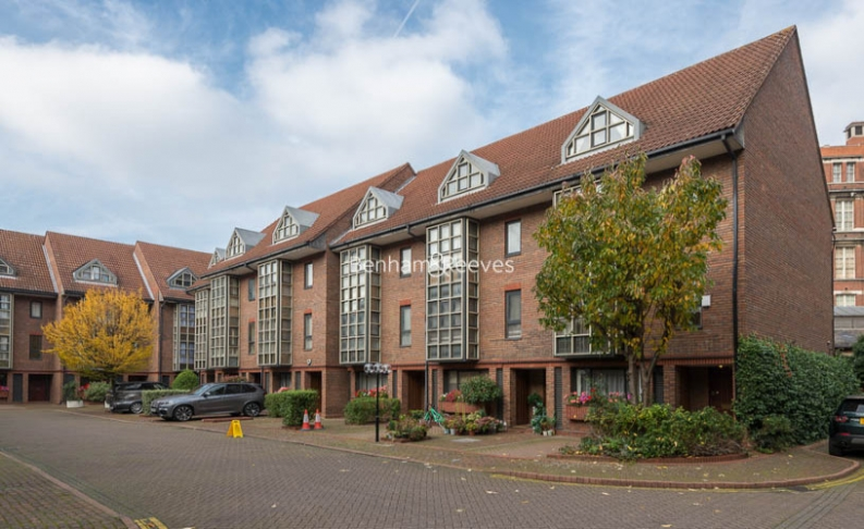 4 bedroom(s) house to rent in Windsor Way, West Kensington, W14-image 18