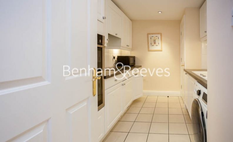 2 bedroom(s) flat to rent in Regent Court, Wrights Lane, W8-image 2