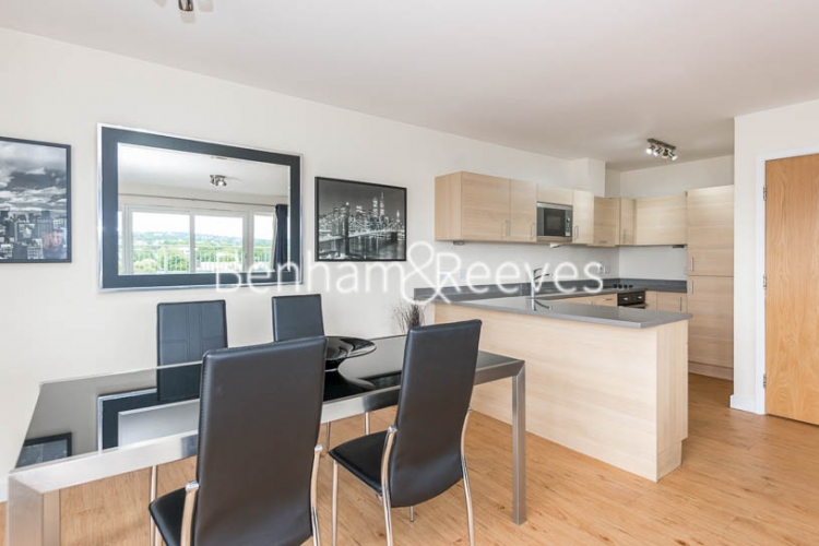 3 bedroom(s) flat to rent in Beaufort Park, Colindale, NW9-image 3