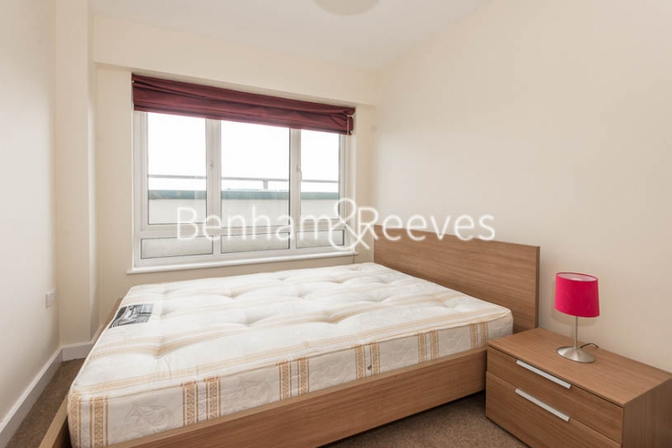 3 bedroom(s) flat to rent in Beaufort Park, Colindale, NW9-image 4