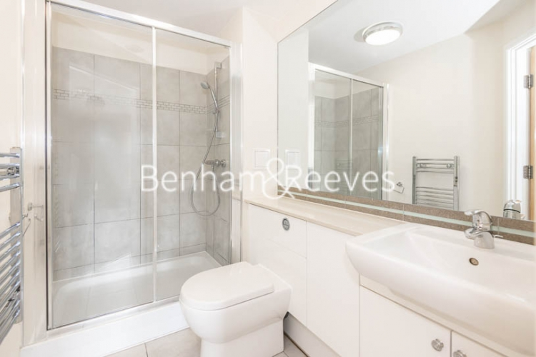 3 bedroom(s) flat to rent in Beaufort Park, Colindale, NW9-image 5