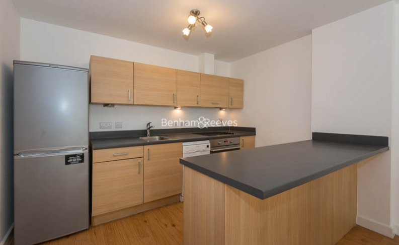 2 bedroom(s) flat to rent in Boulevard Drive, Colindale, NW9-image 3