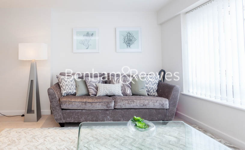 2 bedroom(s) flat to rent in Boulevard Drive, Colindale, NW9-image 1