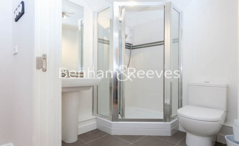 Studio flat to rent in Boulevard Drive, Colindale, NW9-image 3
