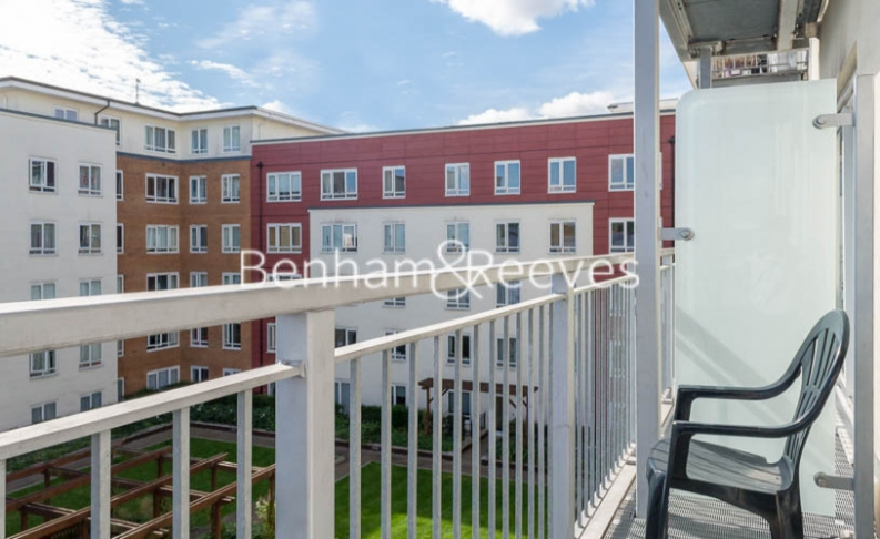 Studio flat to rent in Boulevard Drive, Colindale, NW9-image 4