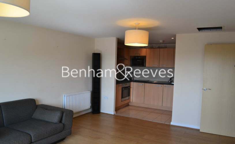 1 bedroom(s) flat to rent in Mannock Close, Colindale, NW9-image 1
