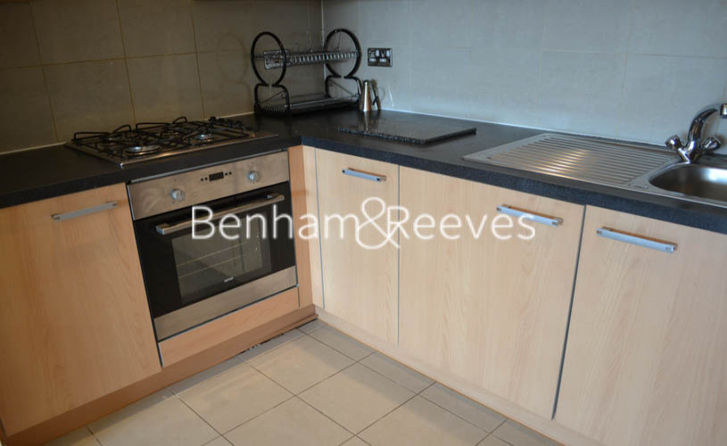 1 bedroom(s) flat to rent in Mannock Close, Colindale, NW9-image 2