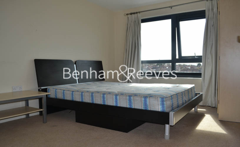 1 bedroom(s) flat to rent in Mannock Close, Colindale, NW9-image 3