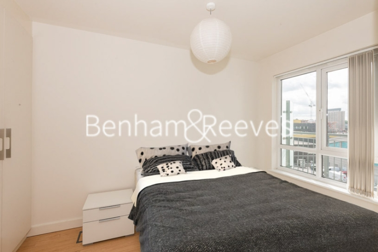 Studio flat to rent in Heritage Avenue, Colindale, NW9-image 3