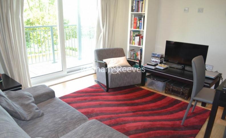 Studio flat to rent in Aerodrome Road, Colindale, NW9-image 1