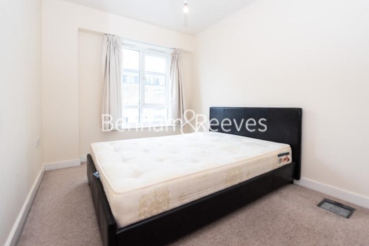 2 bedroom(s) flat to rent in Heritage Avenue, Beaufort Park, NW9-image 3