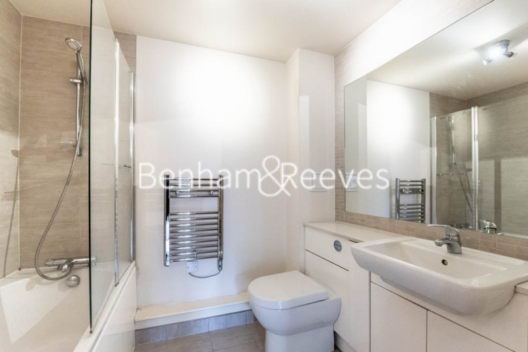 2 bedroom(s) flat to rent in Heritage Avenue, Beaufort Park, NW9-image 4
