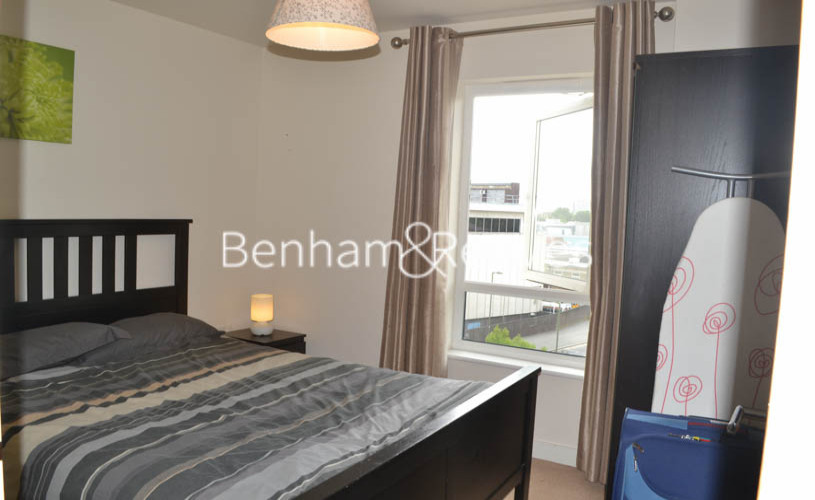 2 bedroom(s) flat to rent in Curtiss House, Beaufort Park NW9-image 3