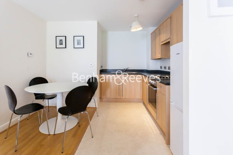 1 bedroom(s) flat to rent in Tanner Close, Colindale, NW9-image 2