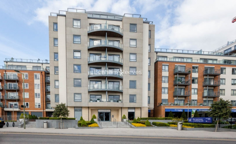 Studio flat to rent in Aerodrome Road, Colindale, NW9-image 4